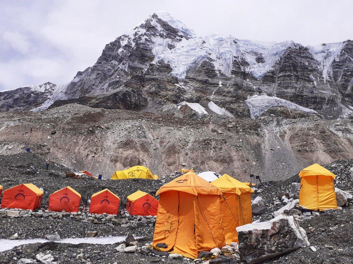Mount Everesti vallutajatel tuli baaslaagris poolteist nädalat isolatsioonis olla.