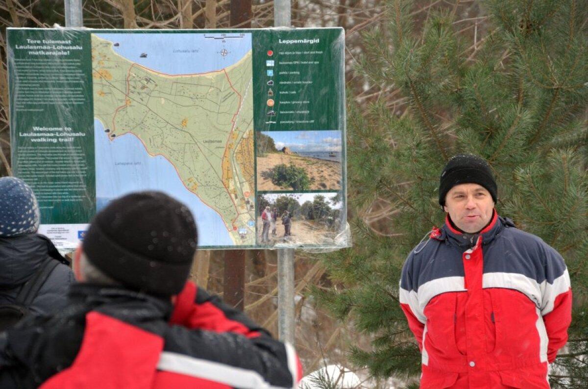 Heiki Hõimoja Laulasmaa spordiklubist näitab kätte raja alguse.