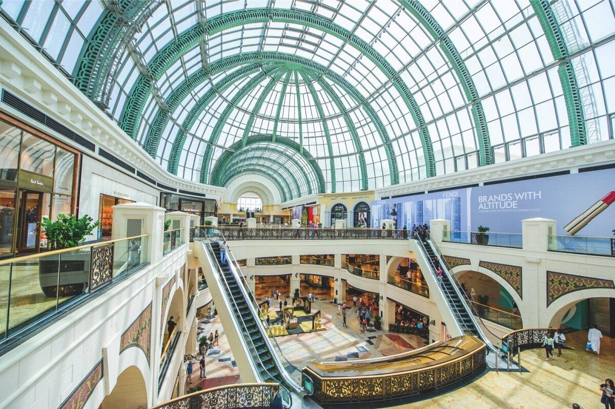 Üks paljudest Majid Al Futtaimile kuuluvatest ostukeskustest – Mall of the Emirates Dubais.