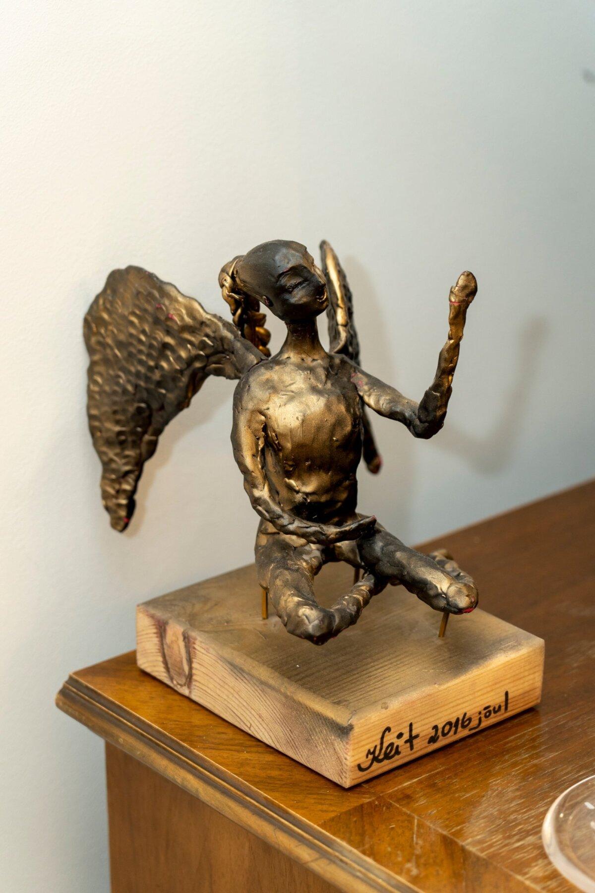 Ангел, которого Кейт изготовила себе в подарок на Рождество в школе скульптуры Тауно Кангро.