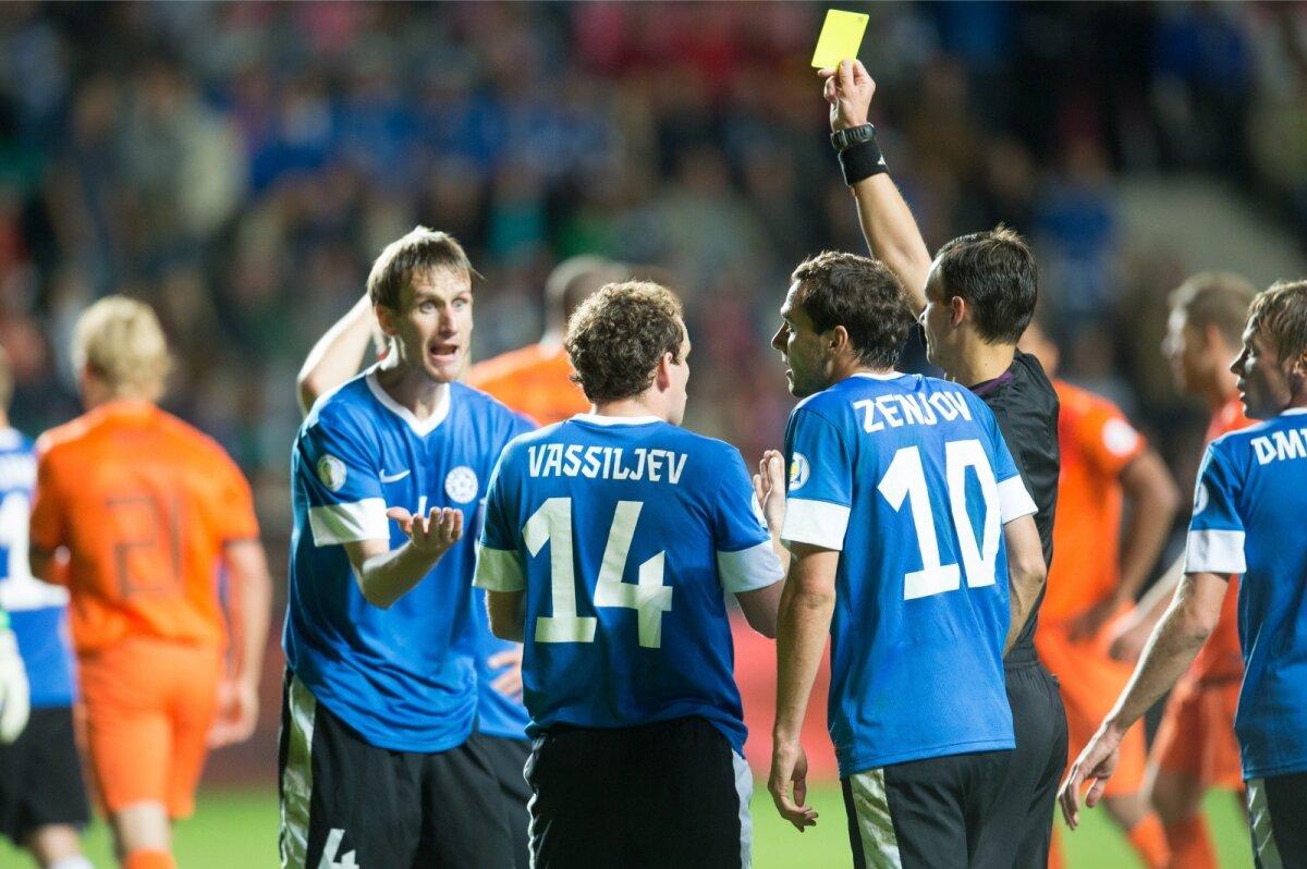 Raio Piiroja (vasakul) on koondise rekordimees nii kollaste kui punaste kaartide arvestuses.