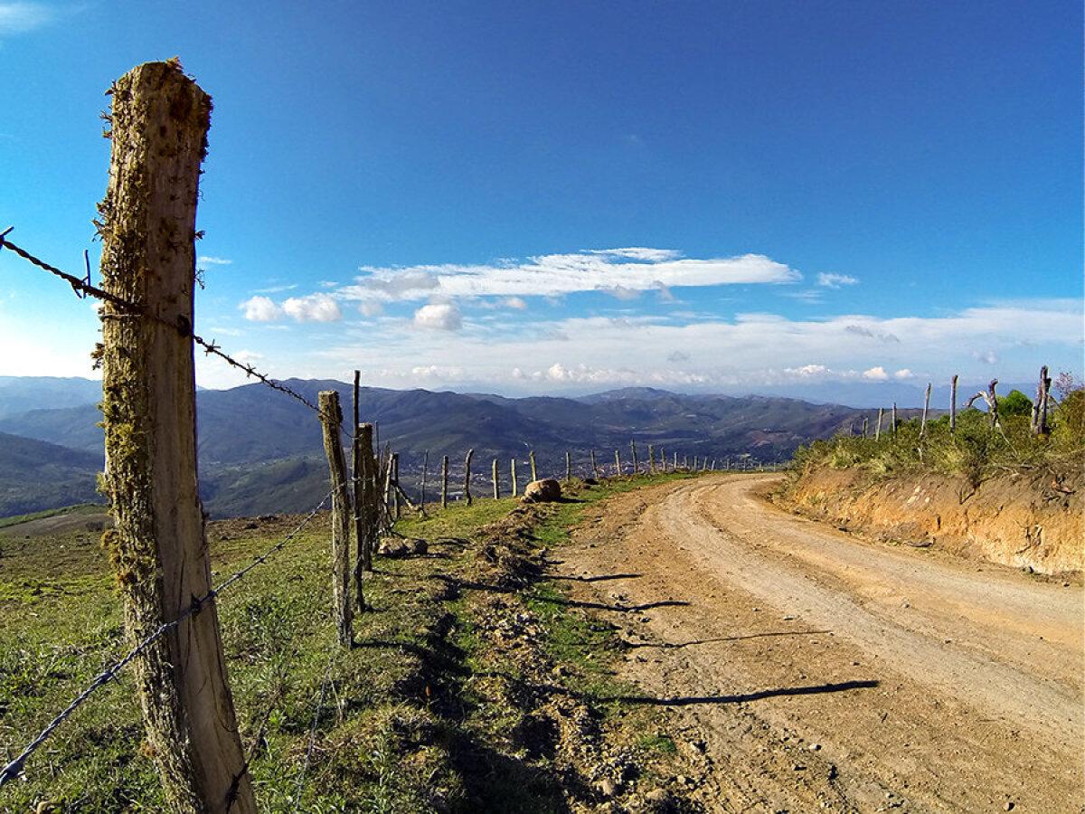 Kaheksakilomeetrine mägitee lähimast külast koju.
