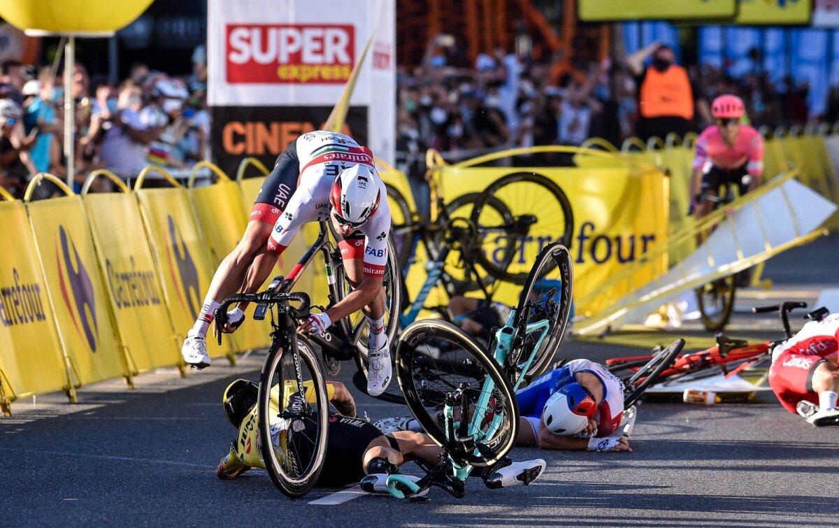 Fabio Jakobsen kukub finišis koos teistega