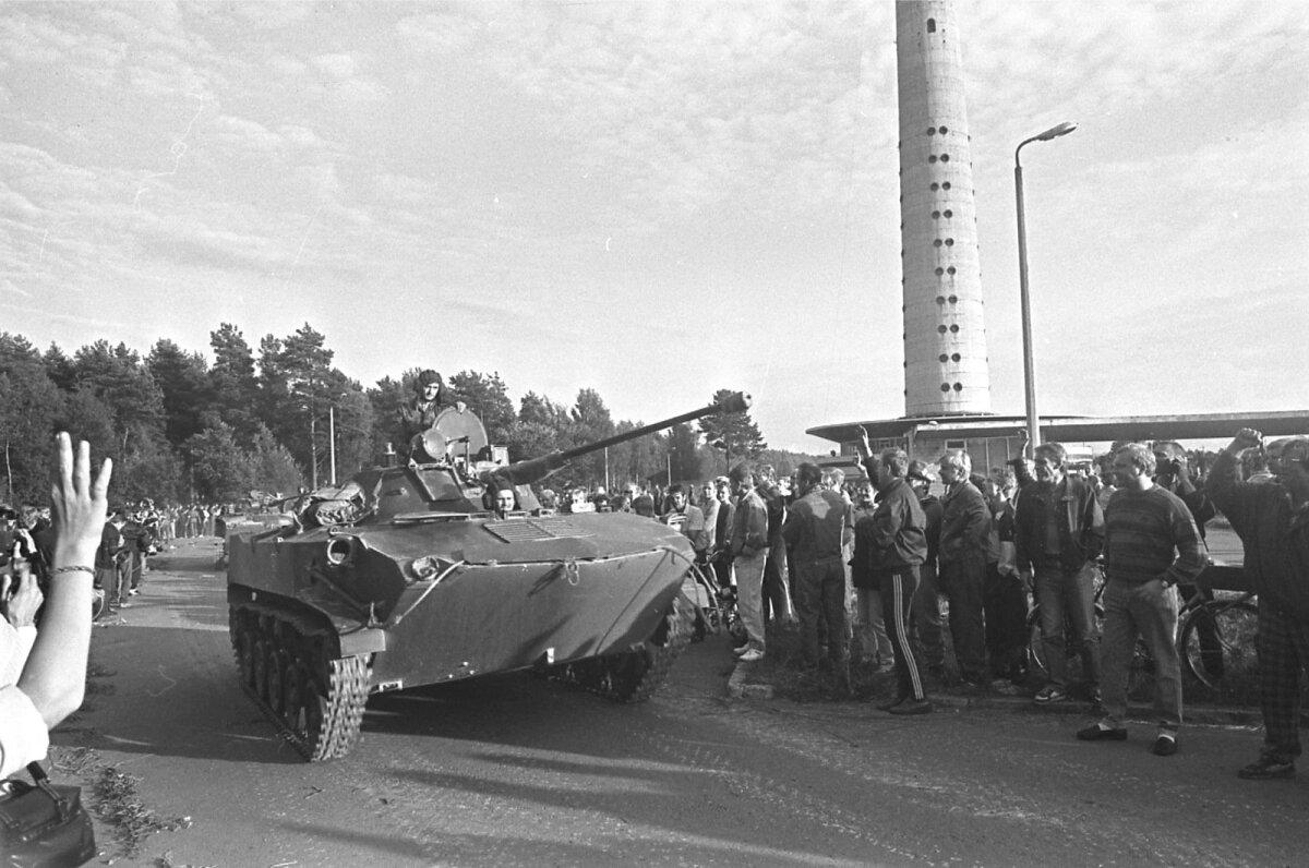 Pihkva sõjaväelased 1991. a augustis teletorni jalamil