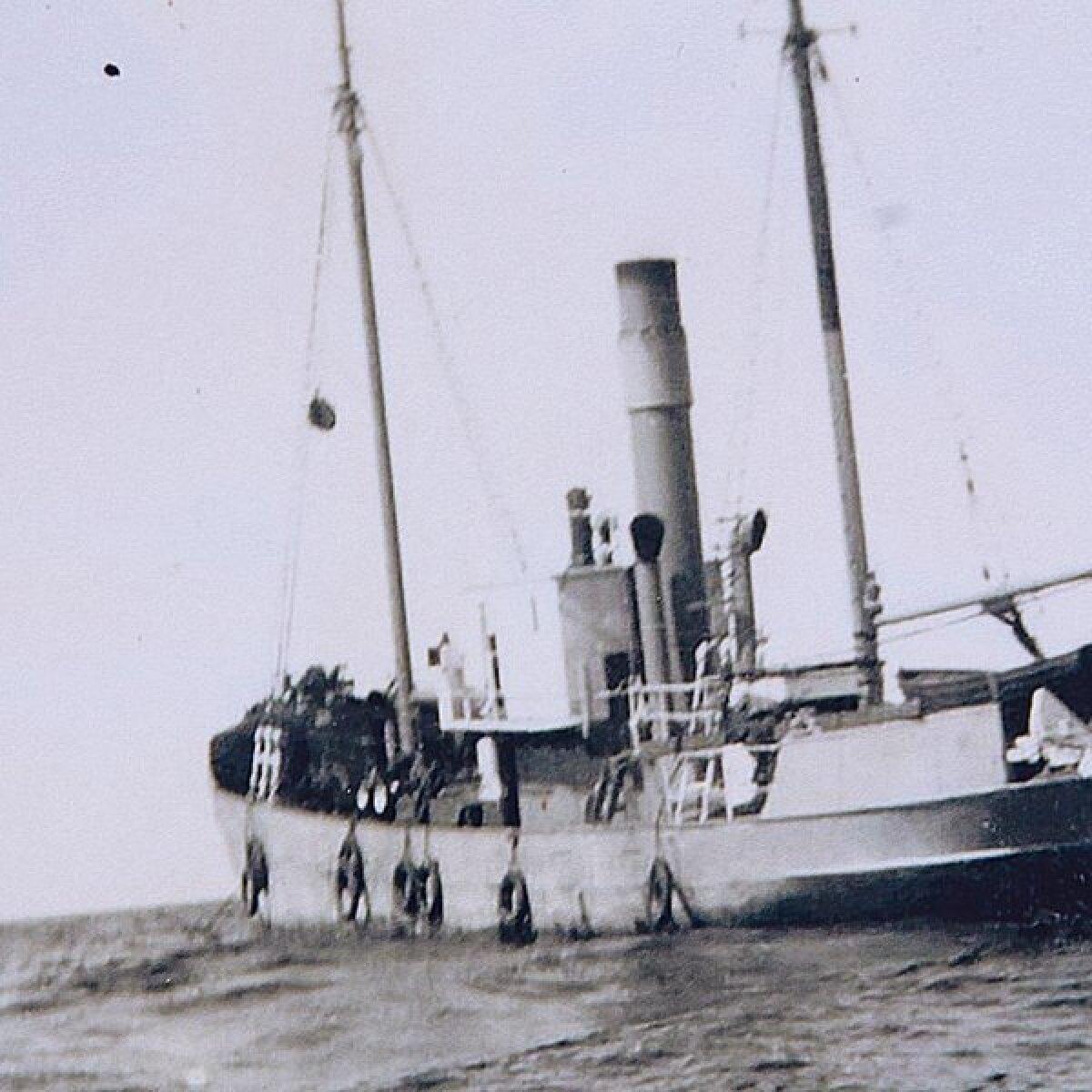 Eduard  Krönströmi  laev Hullam.