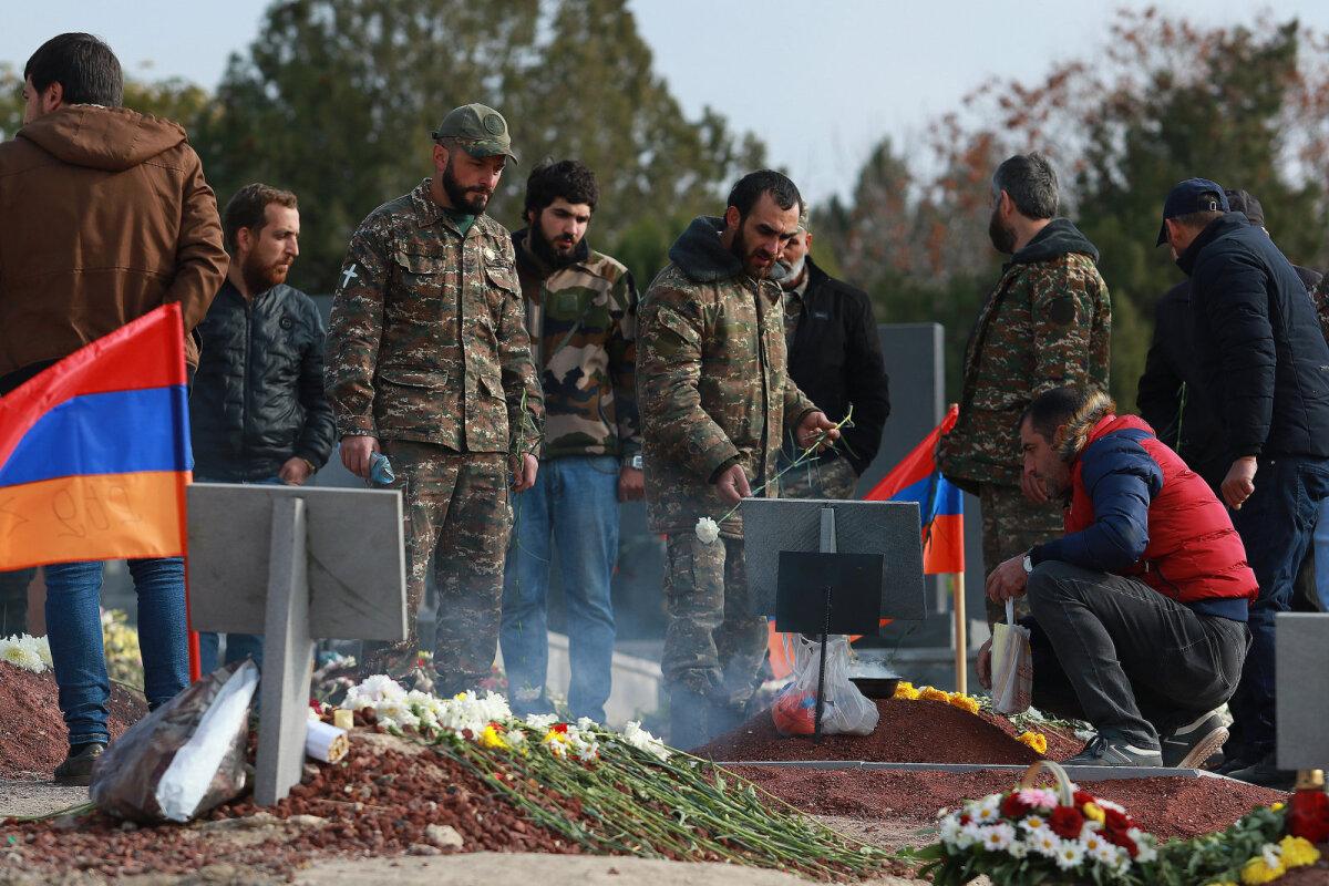 Могилы погибших в Нагорном Карабахе