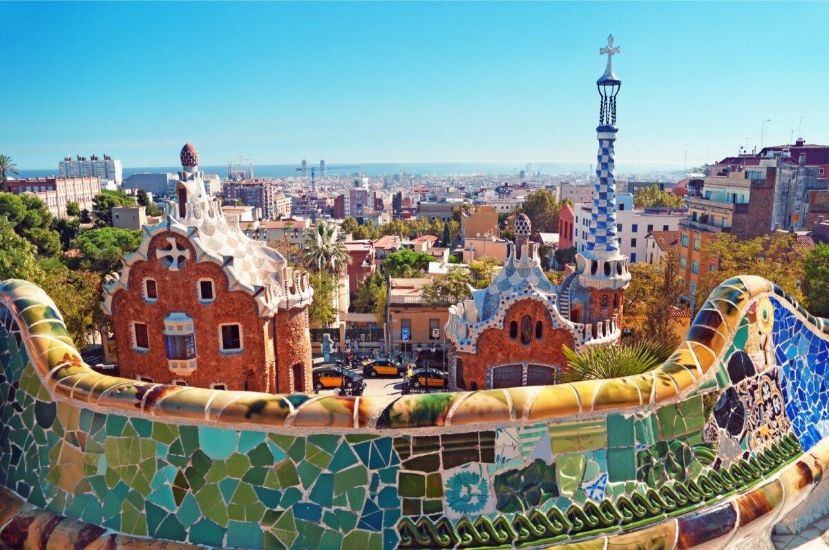 GÜELLI PARK: pargis mosaiigikunsti teostamiseks võis Gaudíl vaja minna mitmeid tonne lõhutud keraamikat.