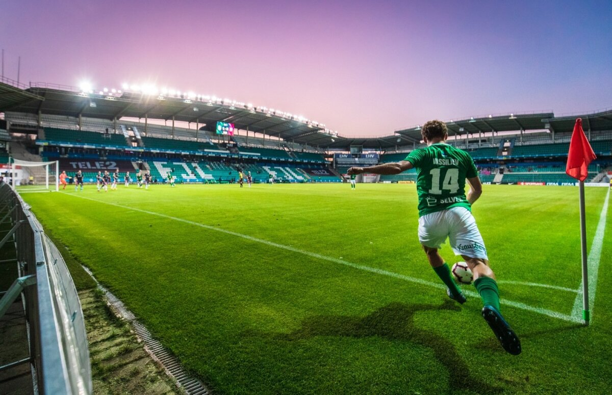 Kui Konstantin Vassiljev on seisva palli taga - vahet pole, kas sinises Eesti või rohelises Flora särgis, võib kõike juhtuda. Siin on ta 22. oktoobril sooritamas nurgalööki Nõmme Kalju vastu.