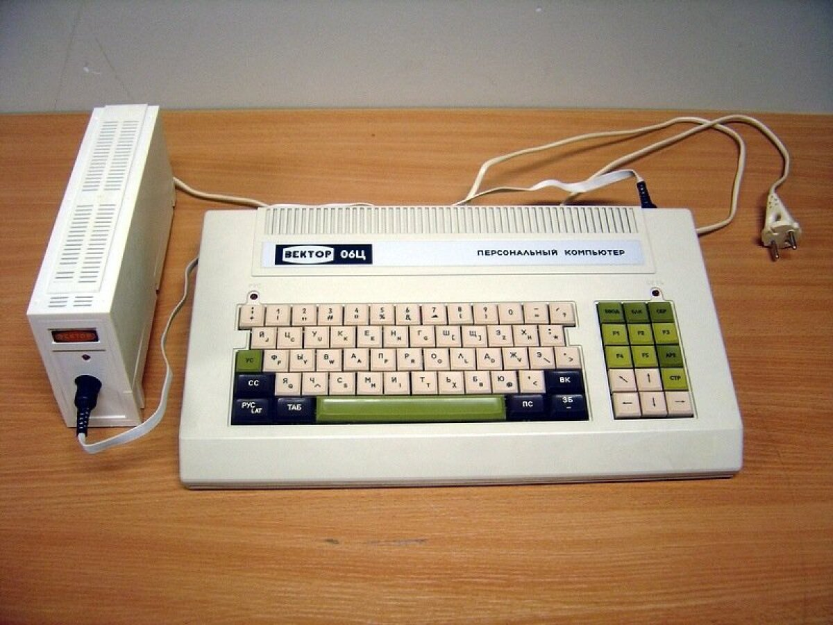 Koduarvuti Vektor-06C, mida samuti 1980-ndatel toodeti.