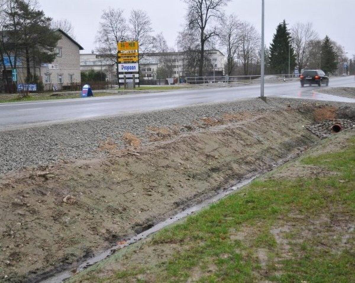 Kuivenduskraavid on korralikult tehtud, aga kas kuivenduskraavide koht on linnas peatee ääres.