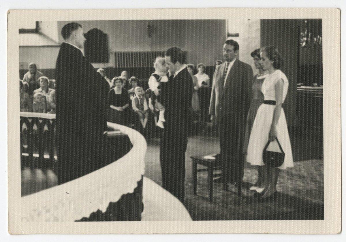 Lapse ristimine kirikus