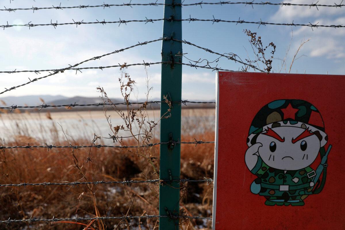Joonistatud sõdur Hiina ja Põhja-Korea piirialal Hiina poole Hunchunis.
