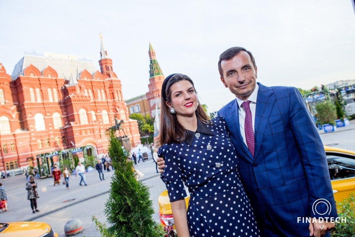 KOOS ÄRIS JA ELUS: Ksenia ja tema endisest Peterburi tipp-poliitikust abikaasa Terenti. Koos nii armastuses kui ka ettevõtluses.