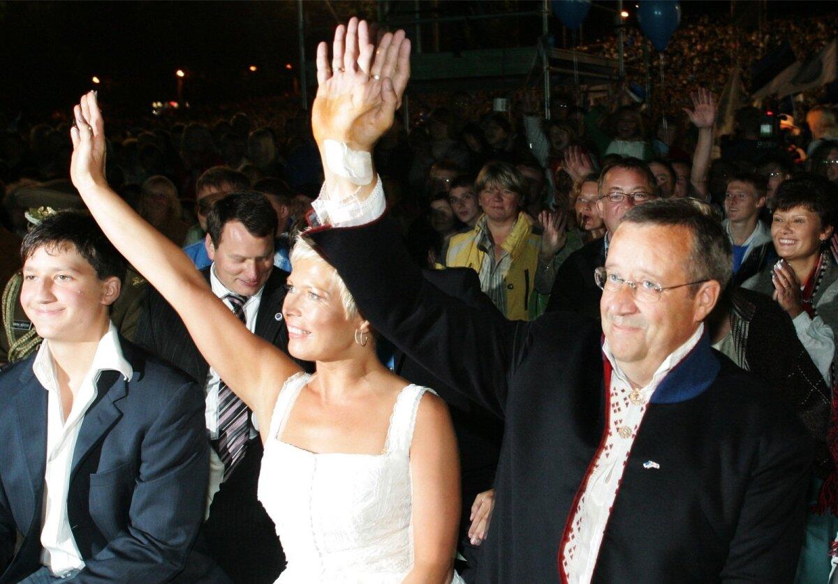 Presidendipaar öölaulupeol