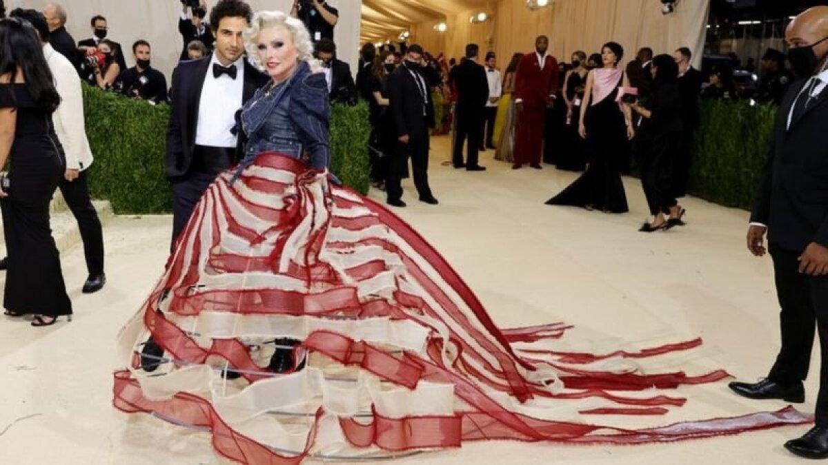 Вокалистка Blondie Дебби Харри обыграла тему американского флага
