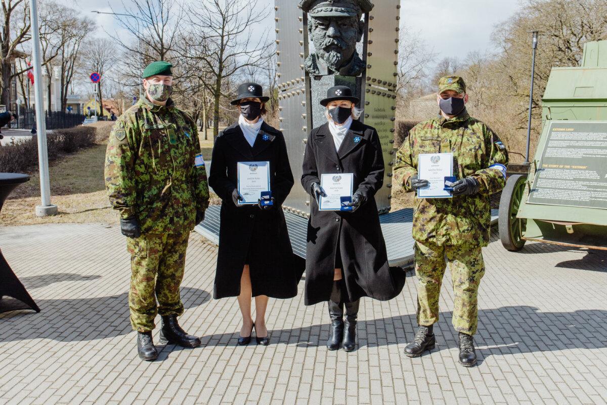 Kaitseliidu aasta teo auhindade jagamine.