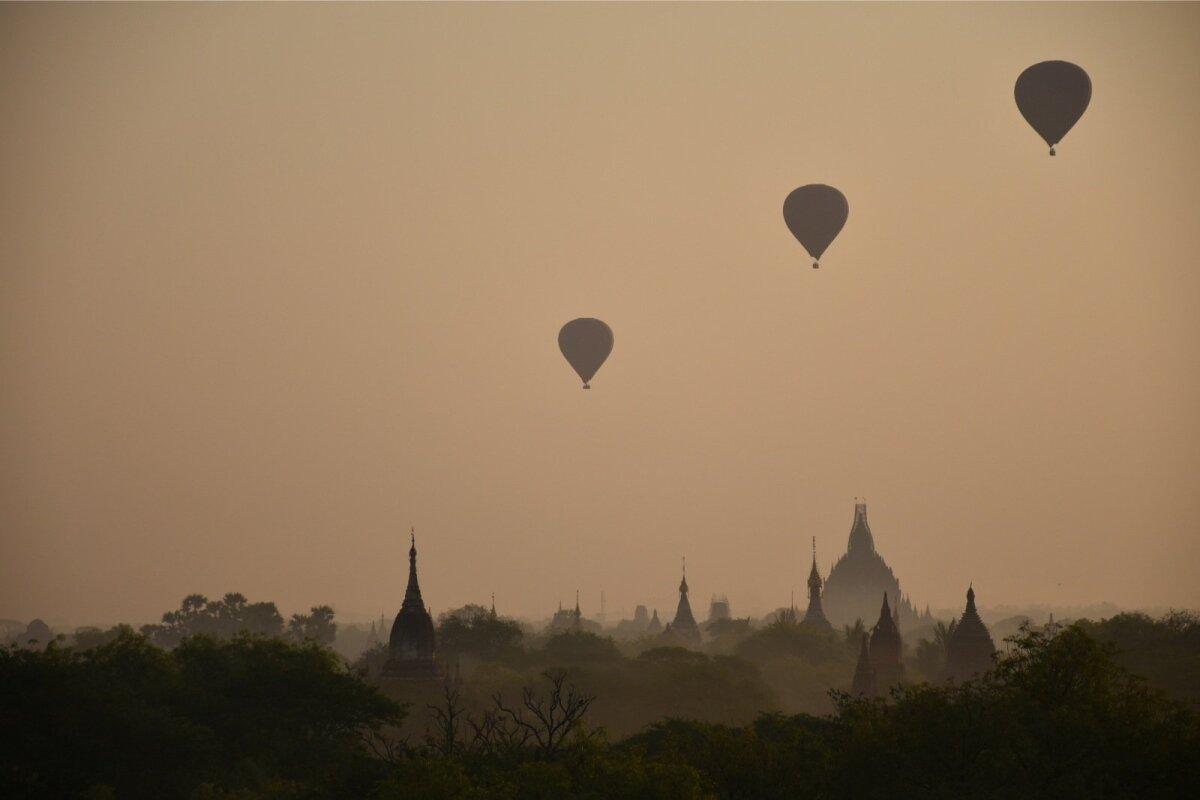 Igal hommikul võib Bagan'il näha tõusvat päikest, kuumaõhupalle ning tolmuloori ning tunda end kui muinasjutus.