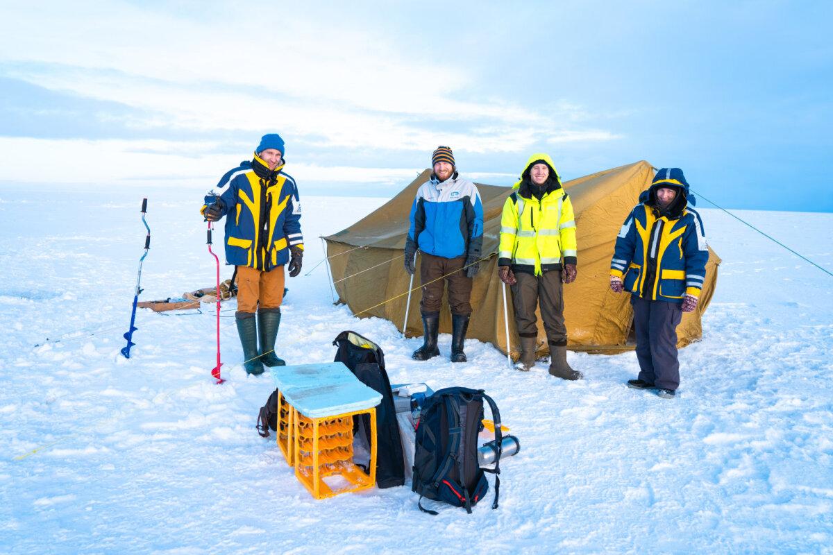 Тынн, Каур, Микк и Мари в прошлом году на Чудском озере