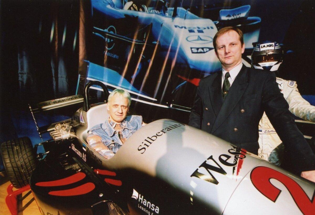 TA ON TAGASI: Kunagised vormel-1 kommentaatorid Toomas Vabamäe ja Tarmo Klaar 2002. aasta Motorexil. Nüüd naaseb neist Vabamäe taas võistlust kajastama.