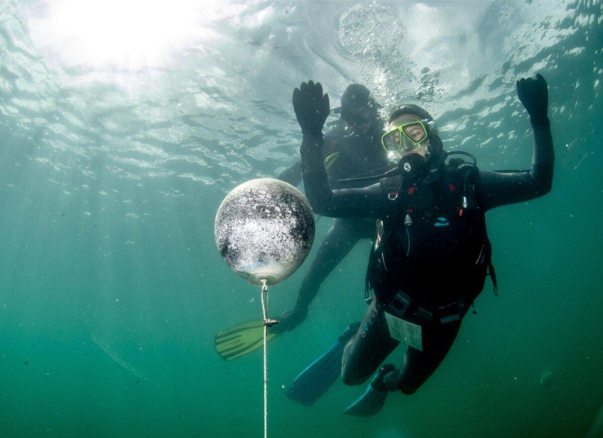 Sukeldumine näib sama kummalise kosmilise rännakuna nagu lend kuu peale.