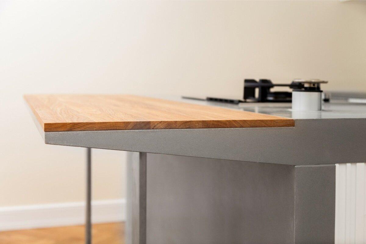 Betoonpindade valuvormi on ette võimalik valada ja seega väga täpselt integreerida köögitehnikat. Betoonlahendused aitavad minna täiuslikkuseni detailide täpsel ühendamisel. Sisearhitekt Mari Koger.