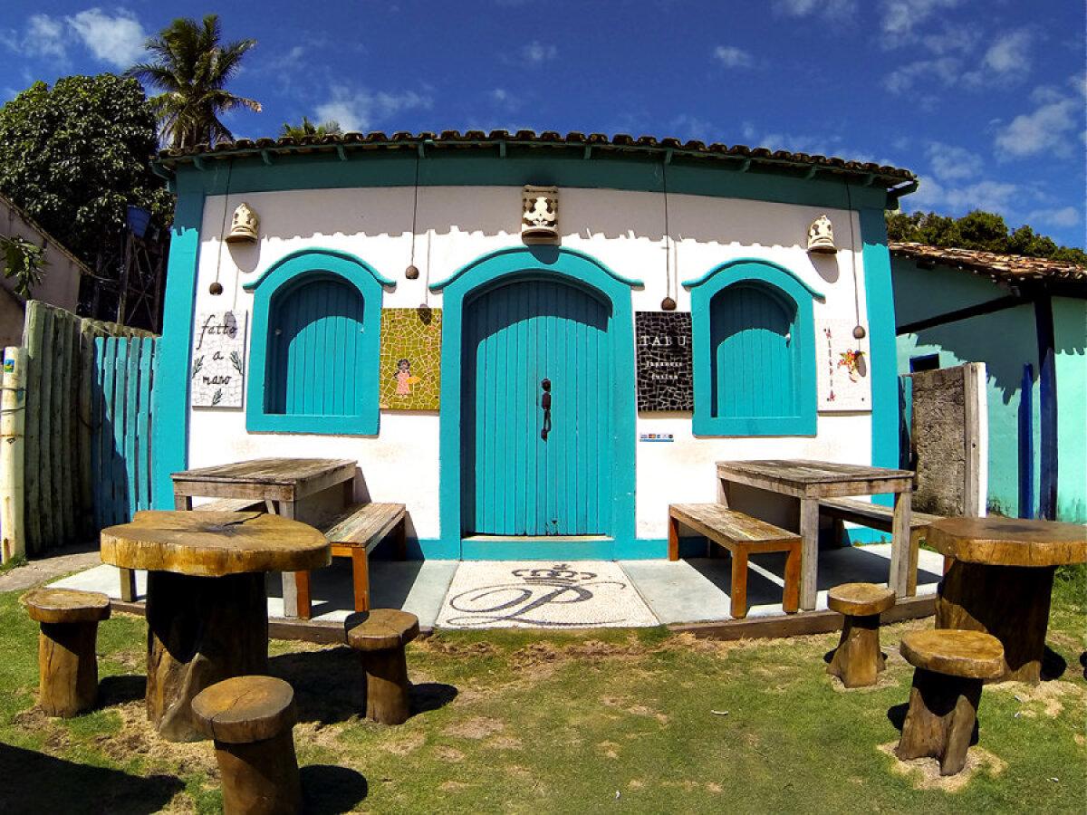 Caraiva - iga maja on ise värvikombinatsiooniga.
