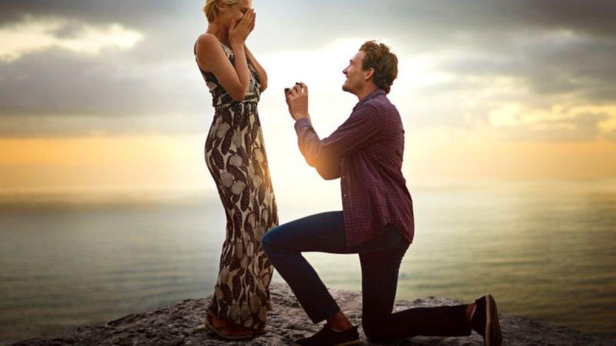 Традиционные атрибуты романтической любви все еще включают в себя общую фамилию - и это, как правило, фамилия мужа
