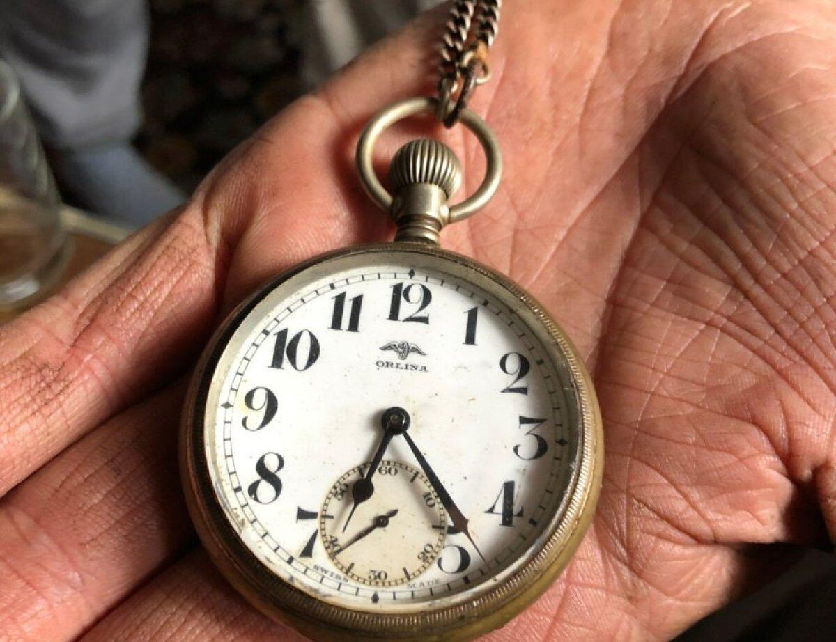 Семейная реликвия - дедушкины часы. Деревня никогда не была богатой, поэтому похвастаться Аугусту больше нечем.