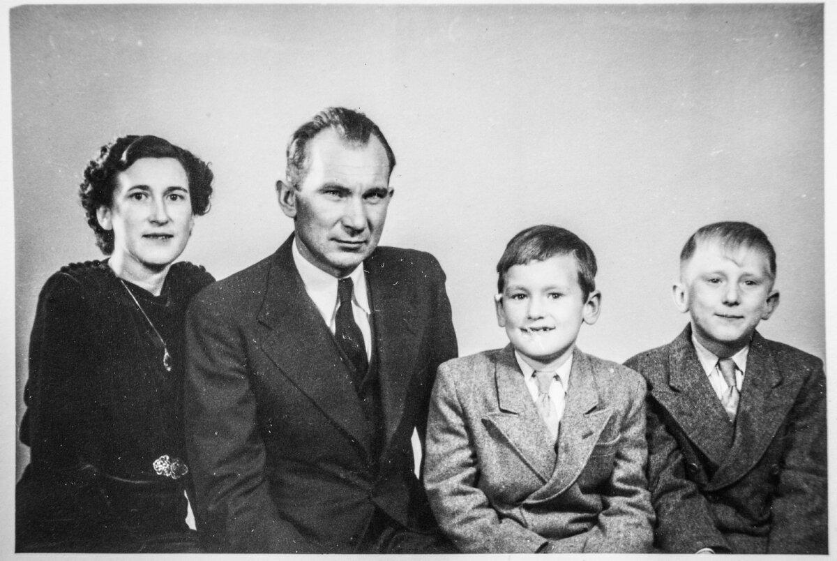 Perepilt Rootsis 1950ndate algul – Linda, Oskar, Mati ja Enn Meri.