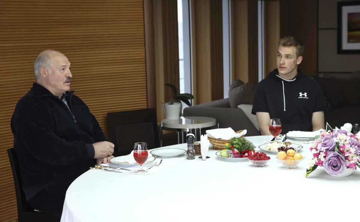 Lukašenka koos poja Koljaga