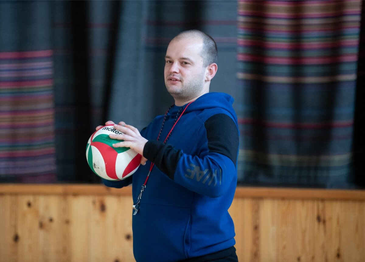 Daniel on Kihnu kooli kehalise kasvatuse õpetaja, spordiringide juhendaja ja valla projektijuht ühes isikus.