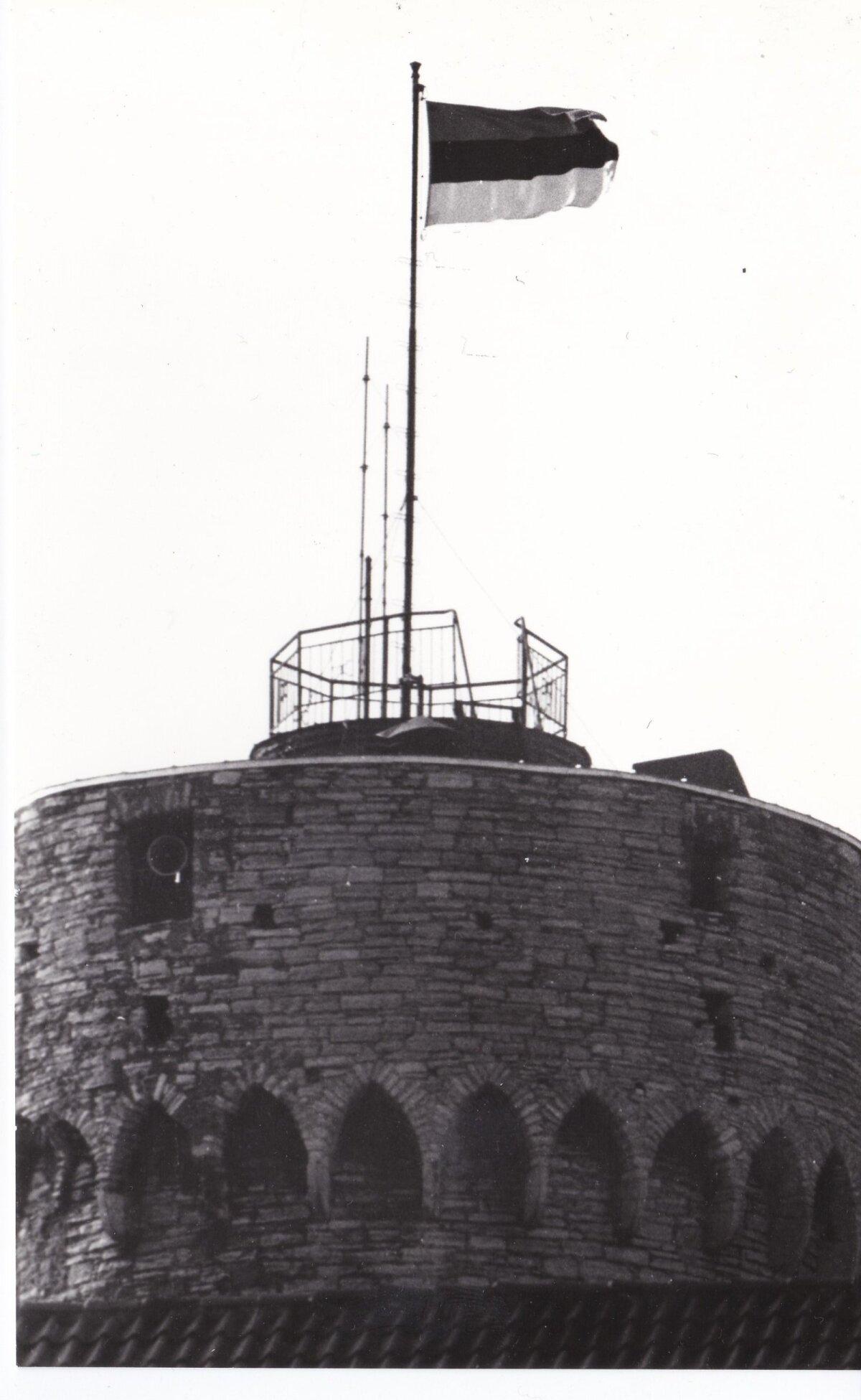 Sinimustvalge Toompea tornis. Foto: Raivo Ruus, 1989