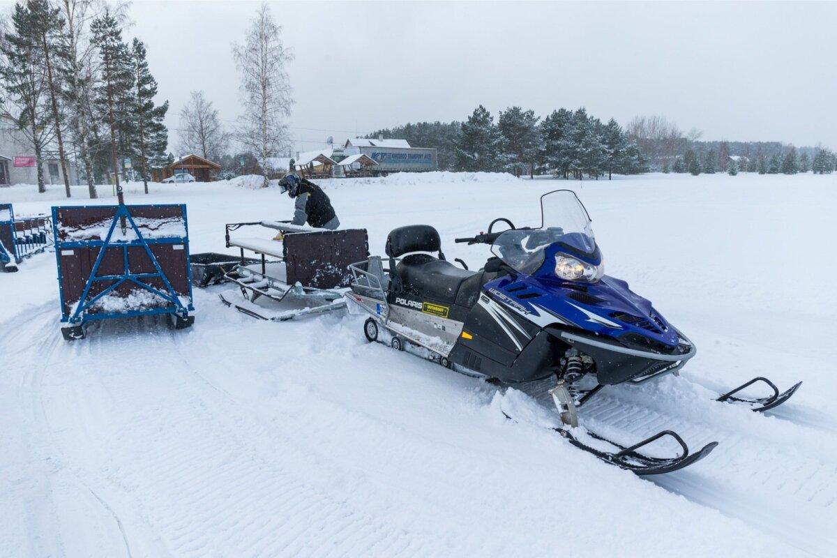 Dimitri paneb aastaringselt võrke, suitsutab saaki ning talvel viib saanitaksoga harrastajaid jää peale.