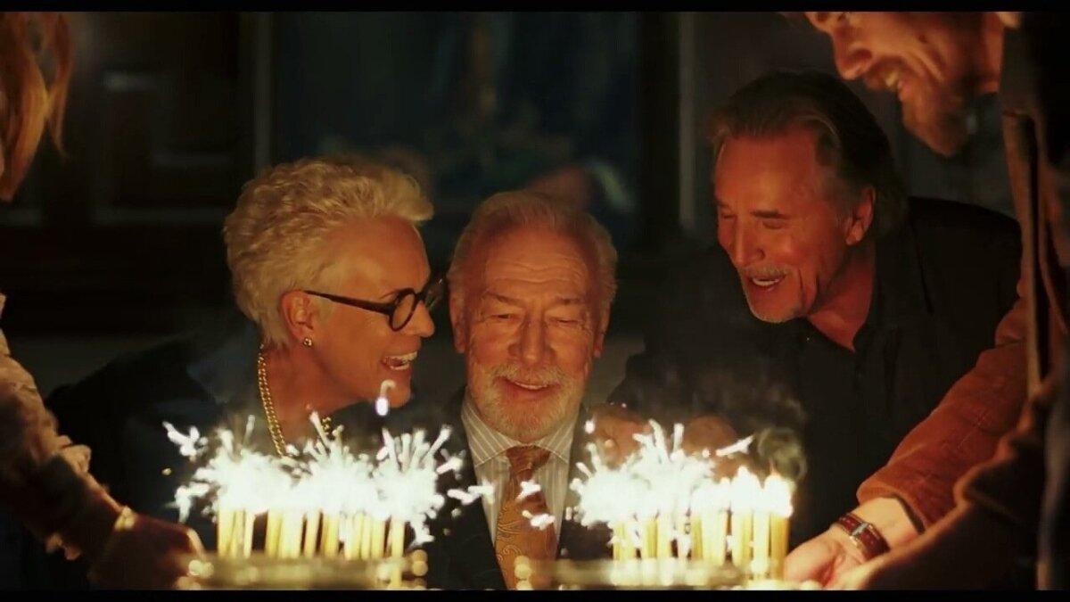 Loo käivitab tuntud krimikirjaniku Harlan Thrombey (Christopher Plummer) surm vahetult pärast 85. sünnipäeva