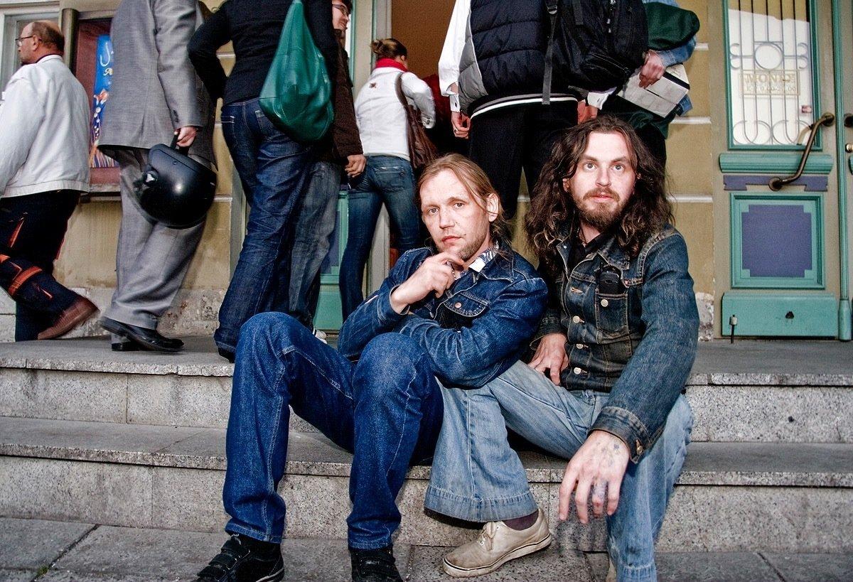 2008: Marko Mägi ja Taave Tuutma ehk Tuutu Tallinnas Õpetajate Maja ees.