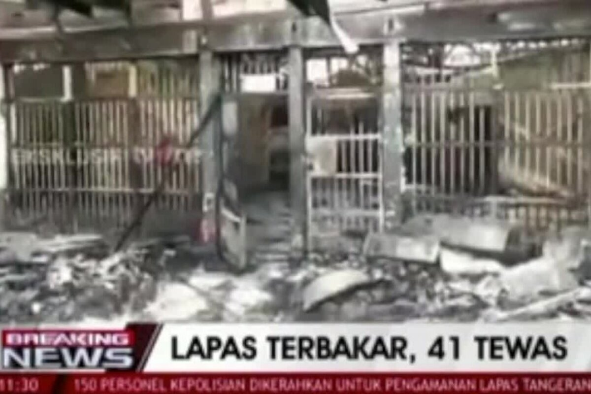 Dozens killed in fire at overcrowded Indonesian prison