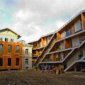 UUT JA VANA: Tallinna kesklinnas lähevad majad müügiks kui soojad saiad, suur nõudlus on ka 45 000 kroonini küündiva ruutmeetrihinnaga Koidula 24 korteritele. Vallo Kruuser