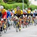 20 jalgratturi ette risti keeranud maastur põhjustas mitme ratturi kukkumise