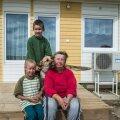 Uude kollasesse majja kolisid koos Kaido ja vanaema Vilve Ehasaluga kass Liisu ja n-ö poole kohaga ka koer Roosi, kes teistest sammugi maha ei jää. Uut maja on uudistamas Kaido tädipoeg Markus.