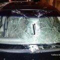 Последствия потепления: упавшие с крыш сосульки повредили восемь автомобилей