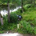 FOTOD: Keila-Joal sõitis auto jõkke