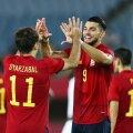 Hispaania jalgpallikoondislased väravat tähistamas.