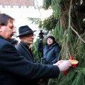 Taavi Aas ja Jaan Tammsalu süütasid Raekoja platsi jõulupuul esimese advendiküünla