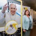 Paavst Franciscuse tuleku eel on Eesti Rahvusraamatukogus kokkuvõtlik näitus, kus saab ülevaate paavsti elust ja tegevusest. Helle Helena Puusepp ütleb, et paavsti erilised huvid on jalgpall ja tango, kuid samuti huvitavad teda väikesed eripalgelised riigid, nagu Eesti seda ongi.