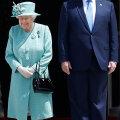 FOTOD | Donald Trump kohtus Londonis kuningannaga. Soome kehakeeleeksperdile torkas silma üks tavatu detail