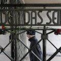 В Варшавском гетто установили статую молящегося Гитлера