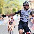 Mauro Schmid võitu tähistamas.