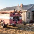 DELFI FOTOD ja VIDEO: Õnnelikult lõppenud õnnetus: Saaremaal põles majas voodi, elanikud said omal jalal majast välja
