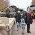 FOTOD | Isadepäeva puhul toimus lauluväljakul militaarne perepäev