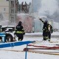 ФОТО DELFI: В Нымме загорелся склад шин